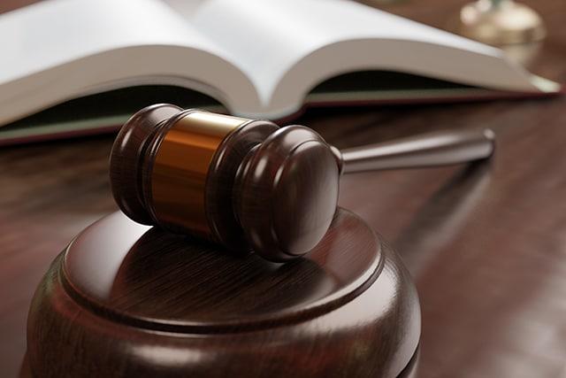 裁判所法廷 裁判官の机上