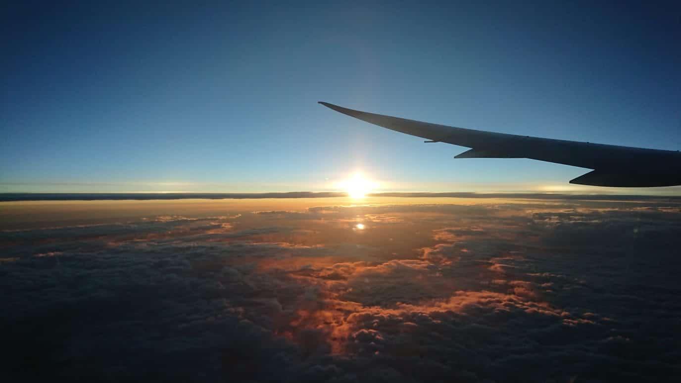 機上から眺める夕日